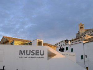 El Museu d'Art Contemporani, a Dalt Vila