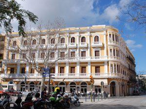 Façana de l'Hotel Montesol, a Vara de Rey