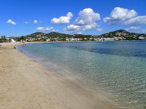 La platja de Talamanca té 900 m d'extensió