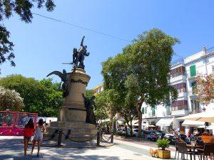 El passeig de Vara de Rey representa el centre de la ciutat d'Eivissa