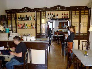 El Bar San Juan es manté com era fa un segle